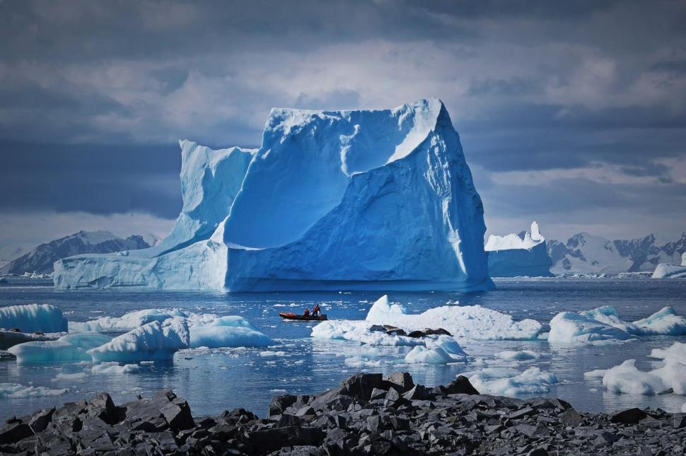 blue-ice-4_nicholas-golledge